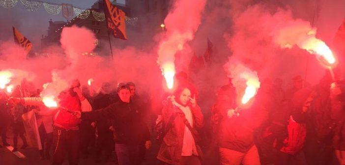 """""""Порошенко, Янукович, ваші нари будуть поруч"""". Как националисты два часа маршировали по Киеву"""